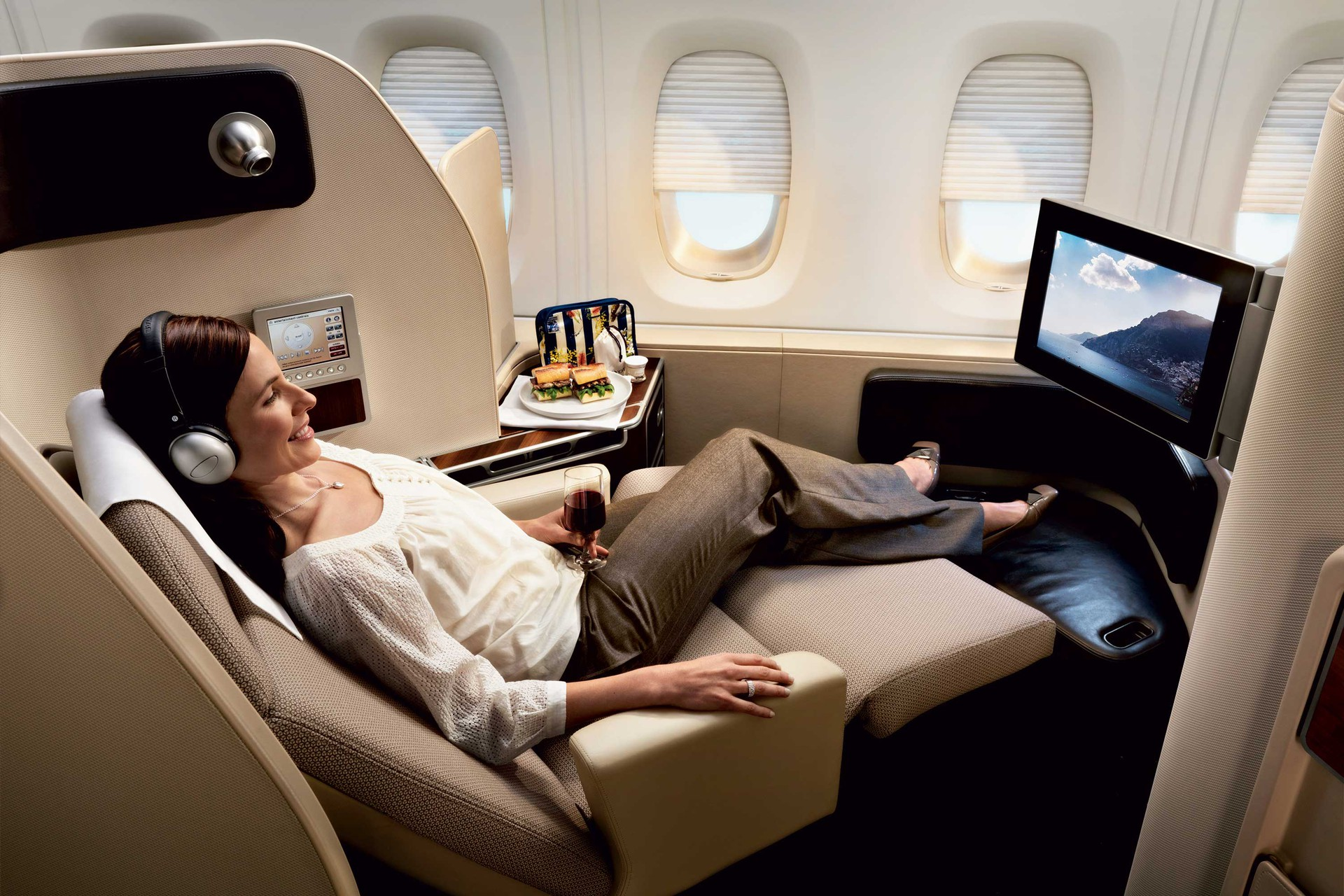 Qantas a380 marc newson ltd for Flights to paris today