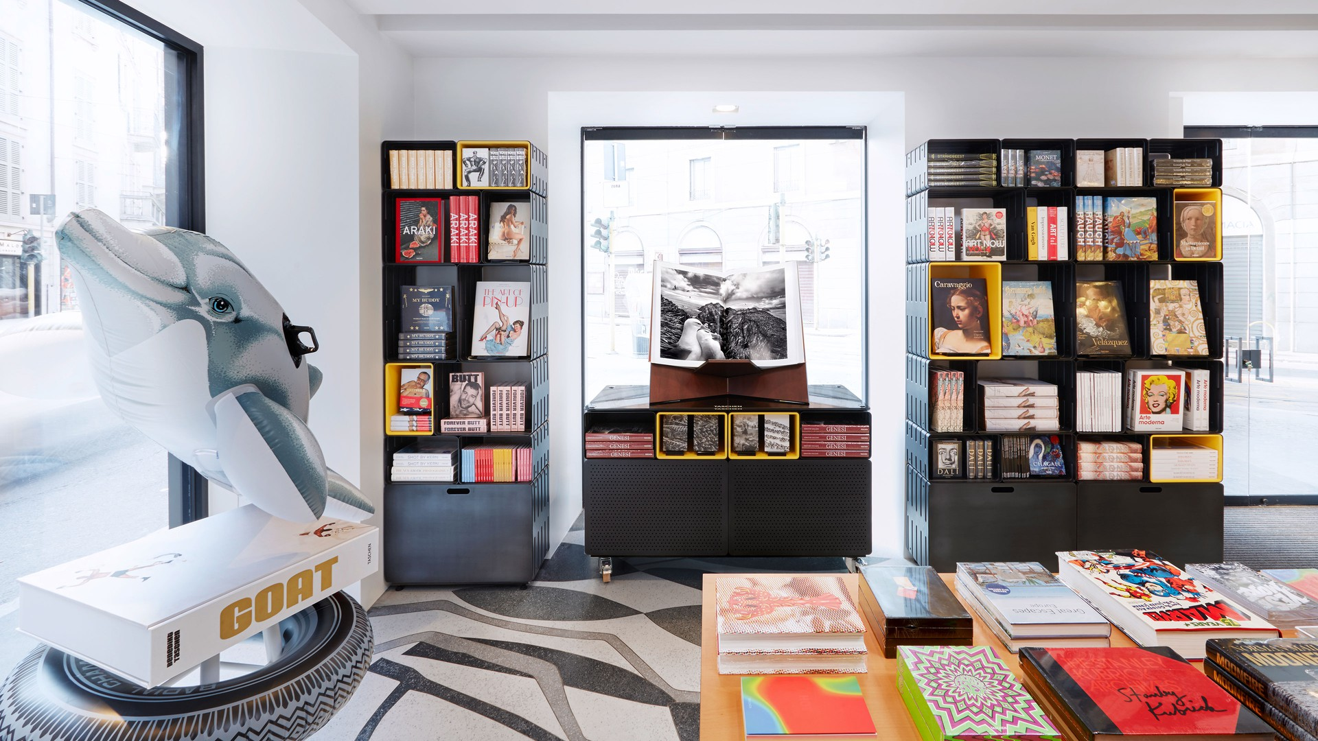 Beautiful Taschen Milan Store   Furniture U0026 Display Systems